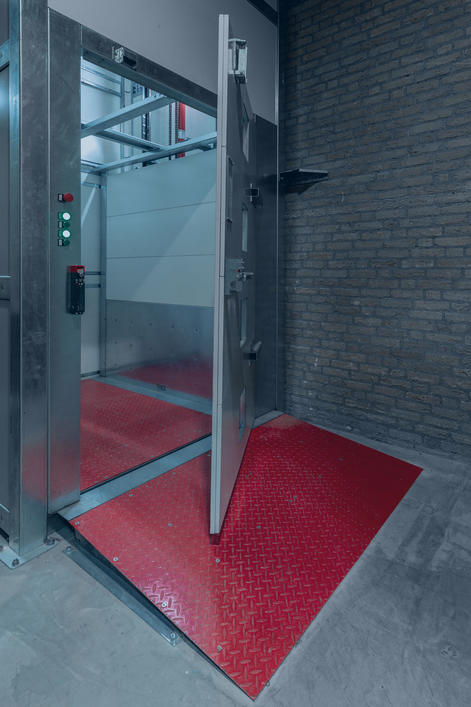 Goederenlift HB TC 1000 open deur